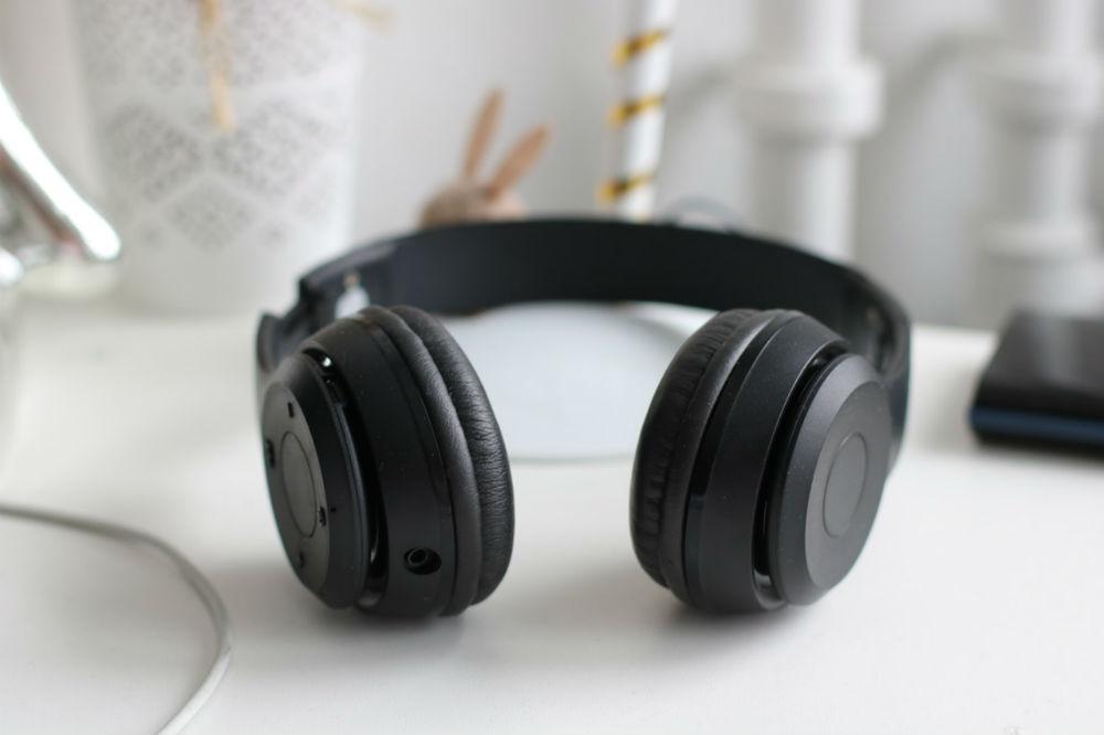 headphone on desk